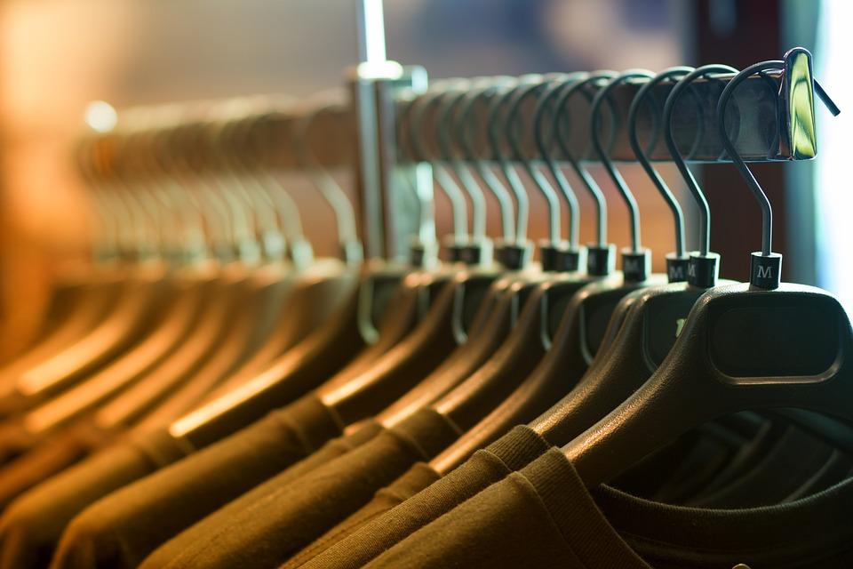 Le 16 avril, vente de vêtements à l'EHPAD.